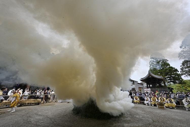開創1200年記念柴燈大護摩供|令和3年5月28日